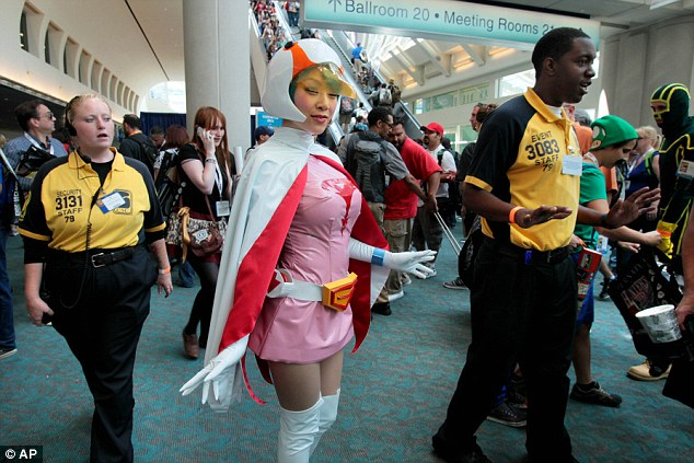 Gatchaman!: Linda Le is dressed as anime character Jun the Swan at Comic-Con