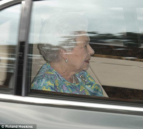 She then looked out at the palace grounds as she passed photographers