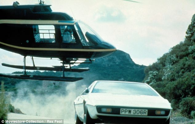 Shells: The production company used several different versions of the Lotus Esprit to film the chase scenes