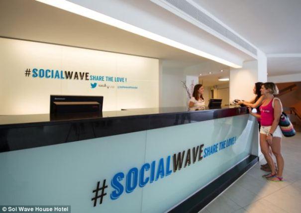 article 2382414 1B1861BA000005DC 804 634x449 Conozcan el primer #TwitterHotel [España]