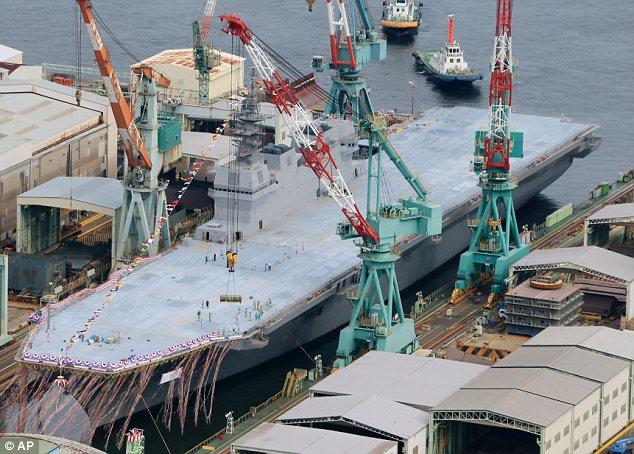 Militer: Banyak di Jepang mendesak untuk mengamandemen konstitusi pasifis untuk memungkinkan negara itu untuk pergi berperang