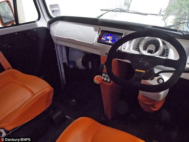 2013 Volkswagen Beetle Fuse Box Pimp My Vw Campervan Van Boasts Flatscreen Tvs Three