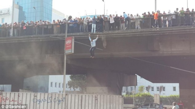Twitter user @sarahcarr posted this picture of people jumping off 6 October bridge near a police station after the large crown was trapped by armed police