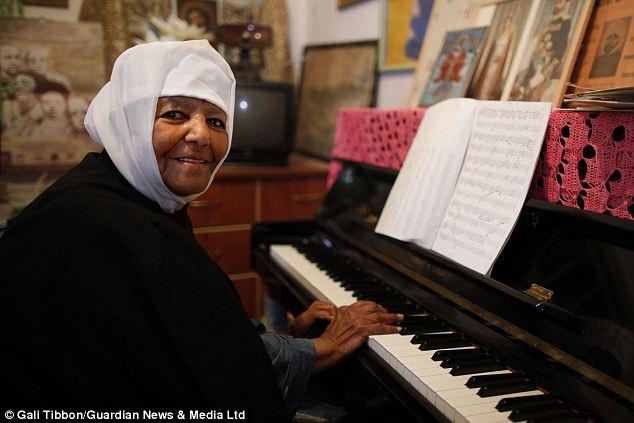 article 2397010 1B5E91C7000005DC 251 634x423 Monja de 90 años: Sensación de música clásica [Israel]