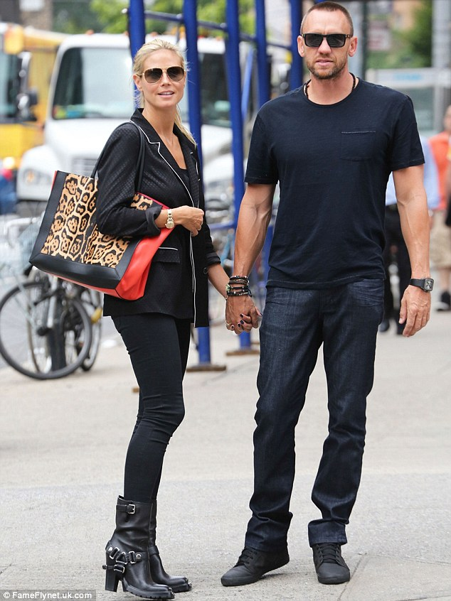 Heidi Klum Is Chic In Black Blazer And Skinny Jeans As She
