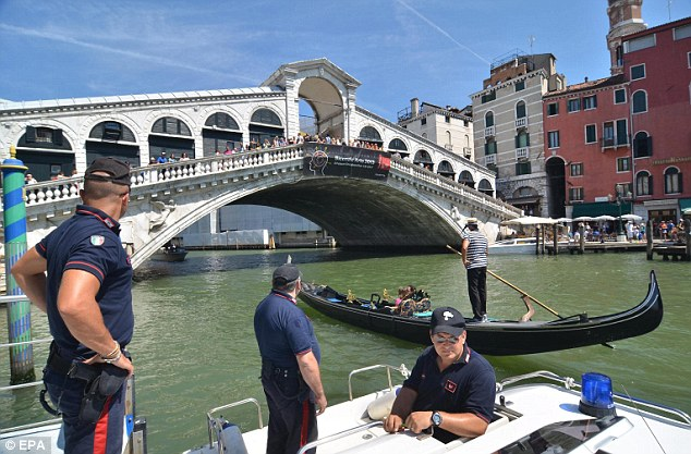 The city of Venice is implementing new rules which prevent gondoliers from travelling the Grand Canal during rush hour