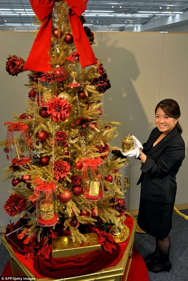 The 6m Christmas tree Japanese department store unveils festive foliage covered in gold
