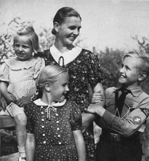 La vida familiar: El papel principal de las mujeres en el Tercer Reich era promover la filosofía de Kinder, Küche, Kirche - niños, cocina e iglesia