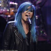 demi lovato debuts newly dyed