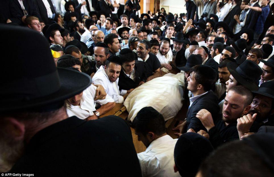 Rabbin Ovadia Yosef a subi une série de complications de santé au cours des dernières semaines