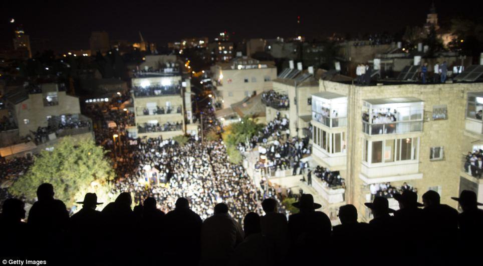 Les foules sont restés dans les rues jusque tard dans la soirée que s'écria chef Shas: «Que deviendrons-nous»