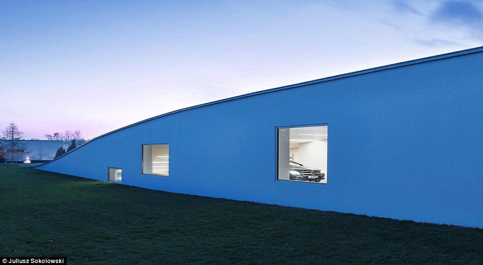 Futuristic Home Features A Drive Thru Art Gallery Daily