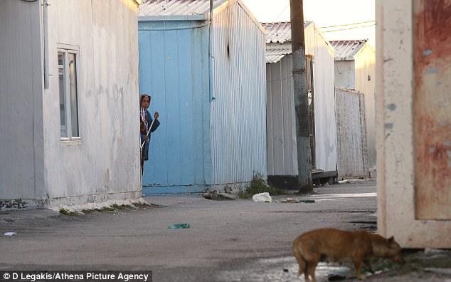 Campamento gitano: Un residente de Roma en el lugar que se creen la policía puede ser el centro de una red de tráfico de niños