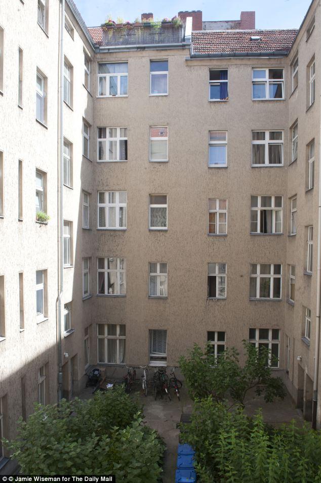 Uno de los grandes bloques de apartamentos en el distrito Neuklln de Berlín, viviendas grandes poblaciones de gitanos procedentes de Rumanía y Bulgaria, que a menudo están a merced de los propietarios de tugurios