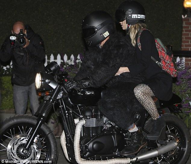 Pink Animal Print Wallpaper Bradley Cooper Wears Gorilla Suit To Kate Hudson S