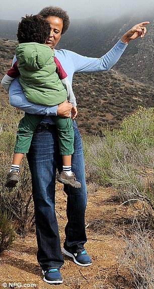 Alors heureux: Murray a visiblement ravi d'être réuni avec son fils dans les environs pittoresques