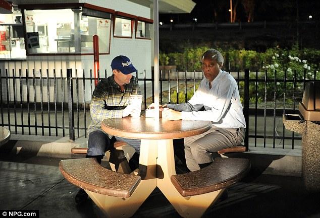 Première goût de la liberté: Murray a vu se livrer à un In-N-Out Burger avant sa rencontre avec son fils