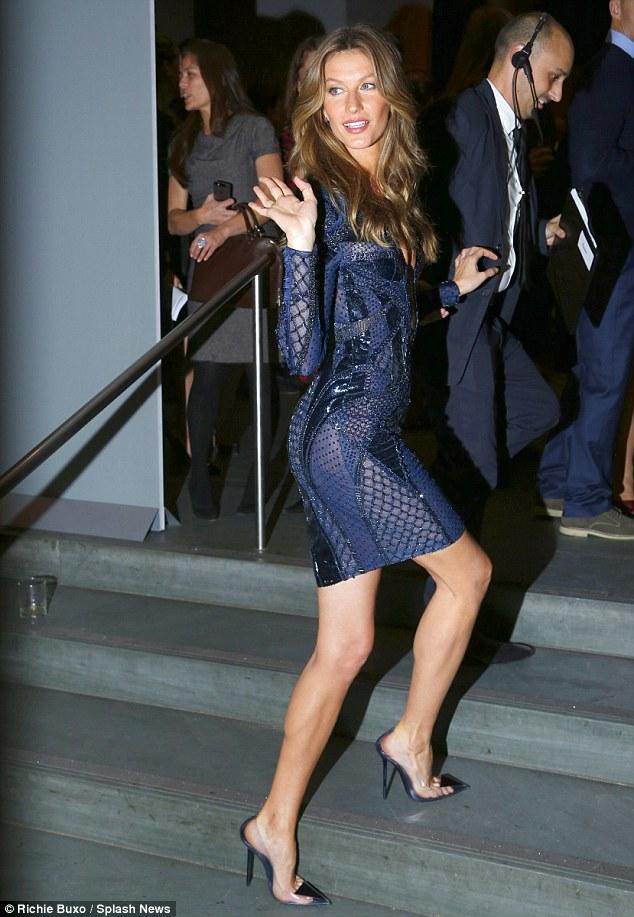 Ilusão: pernas intermináveis de Gisele foram feitos para olhar ainda mais por sua escolha de sapato transparente