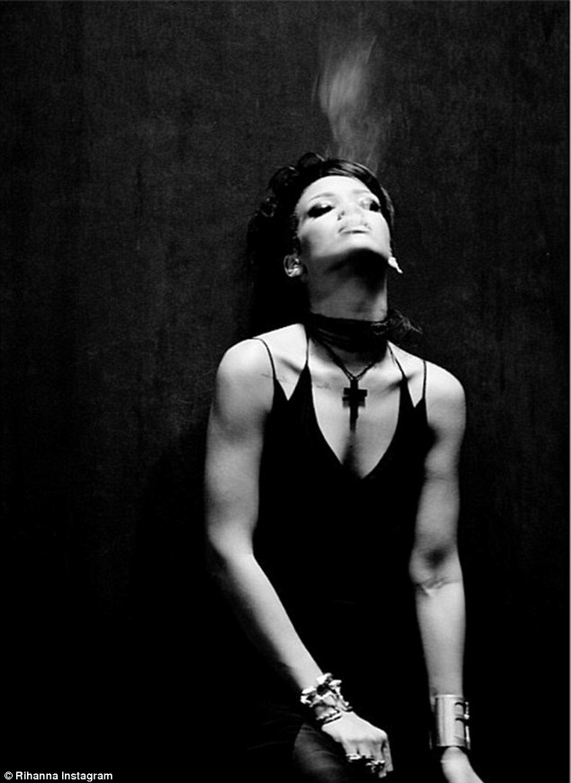 Rihanna Black And White : rihanna, black, white, Rihanna, Teases, Stunning, Black, White, Images, Video, Daily, Online