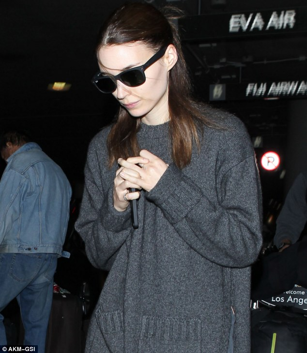 Rooney Mara Goes Make Up Free In All Black Ensemble At LAX