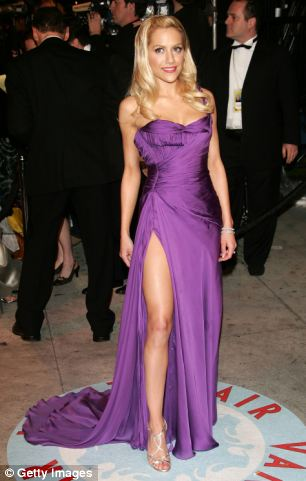 Brittany Murphy arrives at the Vanity Fair Oscar Party