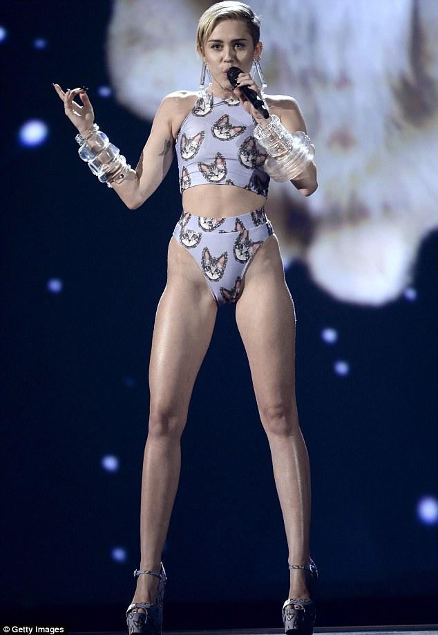AMAs 2013 Miley Cyrus Dons Skintight Bikini To Perform