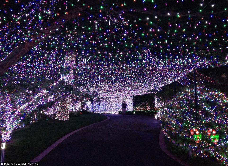 Family claim Guinness World Record for Christmas light