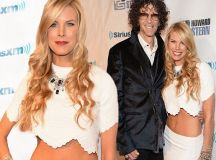 Howard Stern's wife Beth Ostrosky flashes tummy at husband ...
