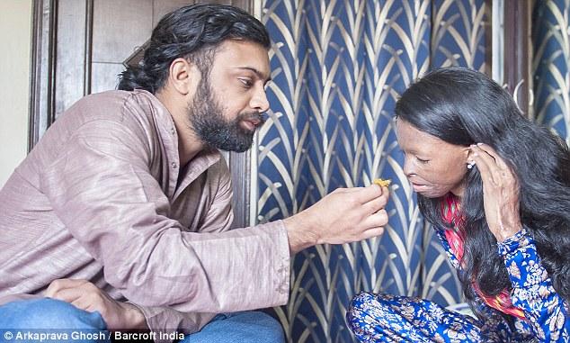 acid attack victim laxmi fanally finds her love, acid attack victim laxmi