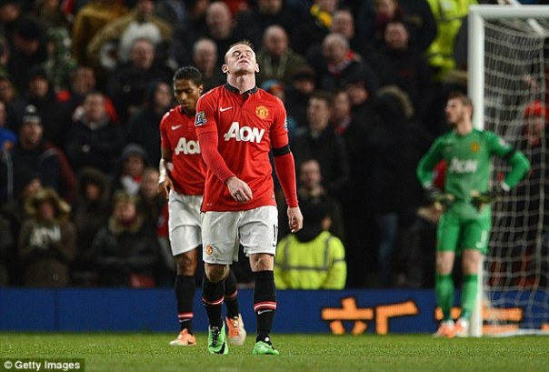 Misery: Wayne Rooney failed to connect with strike partner Robin van Persie (below), exchanging just six passes during the 2-2 draw with Fulham