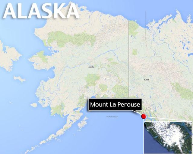 Che i dati sismici messo la frana Alaska qualche parte nelle vicinanze del Parco Nazionale di Glacier Bay e Preserve e pilota di elicotteri Drake Olson trova sul fianco del monte La Perouse