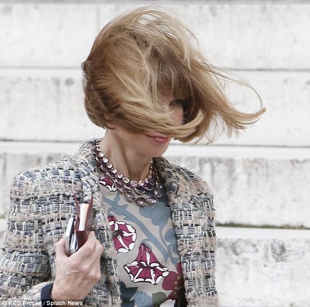 Anna Wintours Iconic Stiff Bob Gets The Windswept
