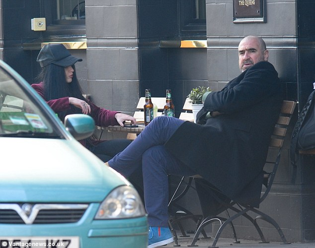 Rachida brakni has been married to eric cantona for 11 years and has even directed him in a play. Eric Cantona Arrested After Punching Photographer Who Spotted Him With Brunette Daily Mail Online