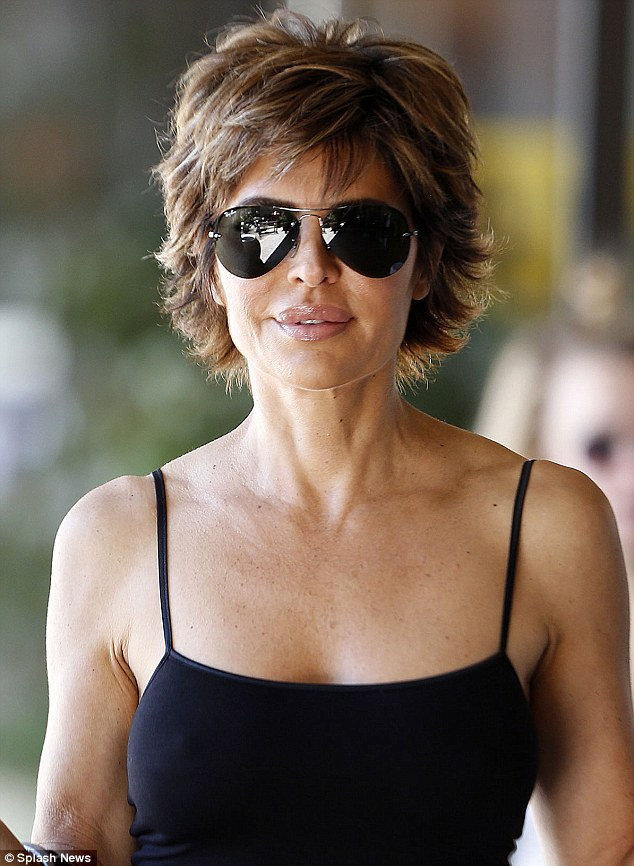 Lisa Rinna Looks Fabulous At 50 As She Picks Up A Cup Of