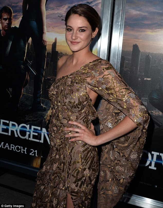 Fleshbaring: Along with flashing her leg, Shailene's dress was almost backless as she took to the special black carpet at the premiere <br>