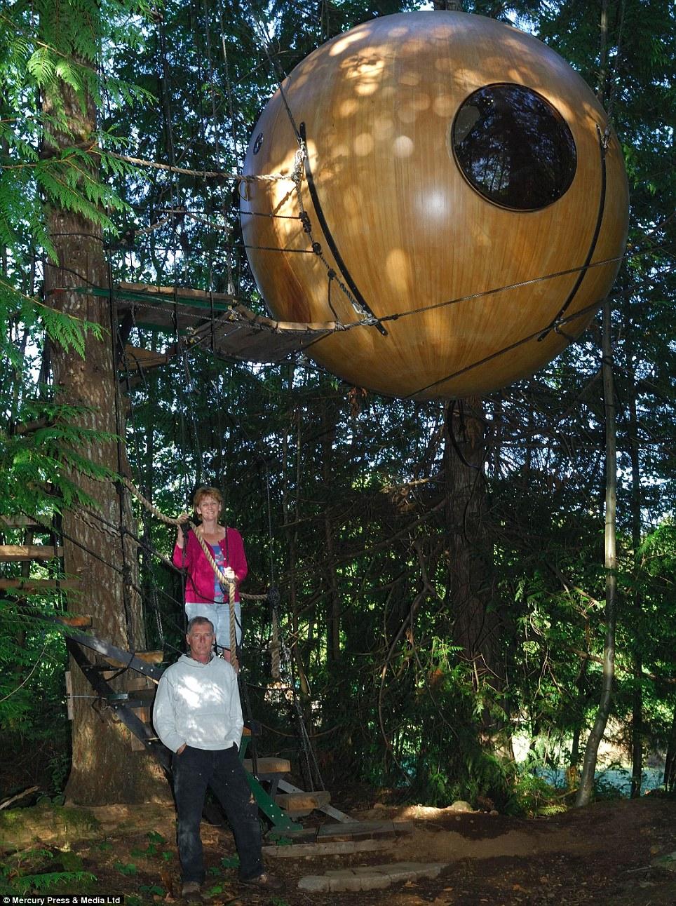 Estancia Treetop: Las impresionantes orbes tomar hasta tres años para terminar y son cuidadosamente elaborado por la mano en un taller de Canadá, que es el único fabricante en el mundo para crearlos
