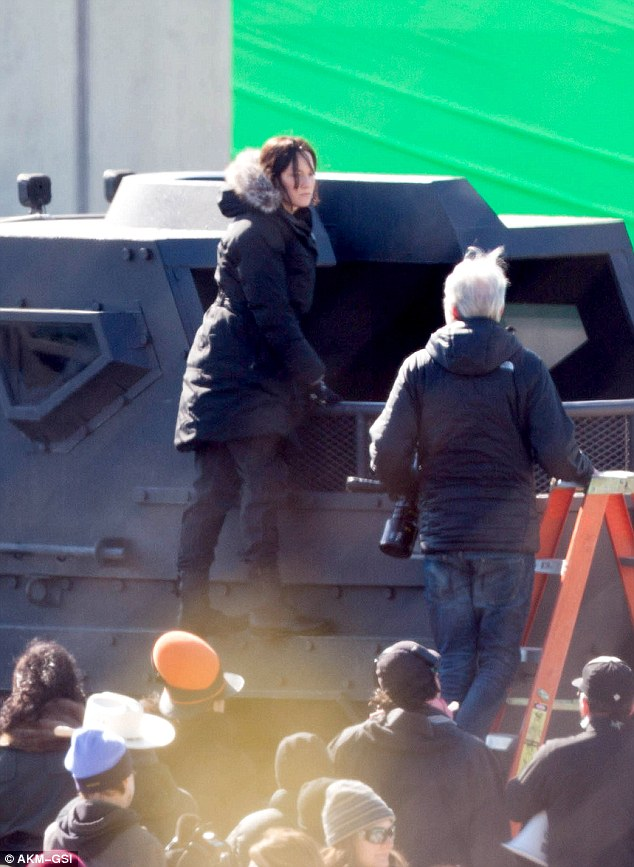 Jennifer Lawrence Films Hunger Games Mockingjay Part Two With Body Double Daily Mail Online