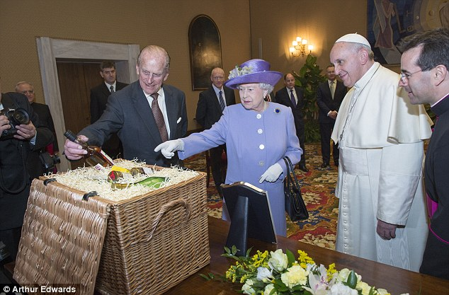 old wicker chairs uk chair design.com the queen meets pope francis for first time | daily mail online