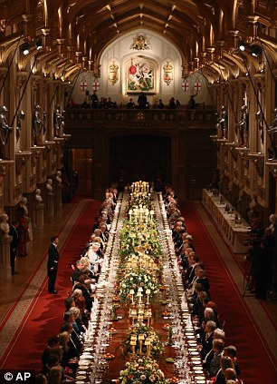How to make a spread thats fit for a Queen 1200 glasses