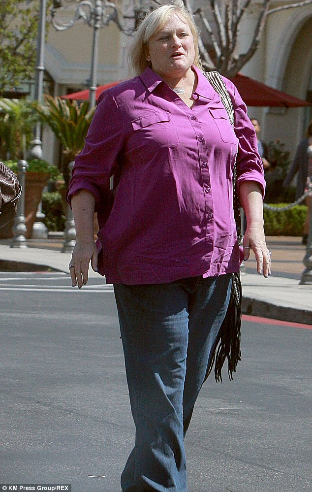 Debbie Rowe 'to Go To Court To Gain Custody Of Her And