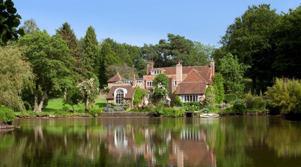 Tickerage Mill, a antiga casa country da atriz Vivien Leigh, passou no mercado e espera-se vender por cerca de R $ 3,5 milhões