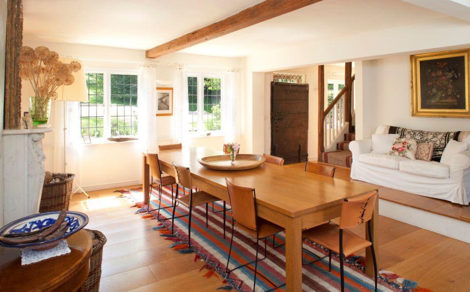 Leigh disse ter acolhido uma série de pessoas famosas para a propriedade, incluindo o ex-marido Laurence Olivier, a princesa Margaret, John Gielgud, John Merivale e Winston Churchill