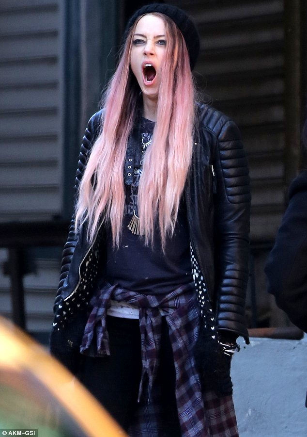 Birthday Girl Amber Heard Yawns On Set Of Movie In Pink