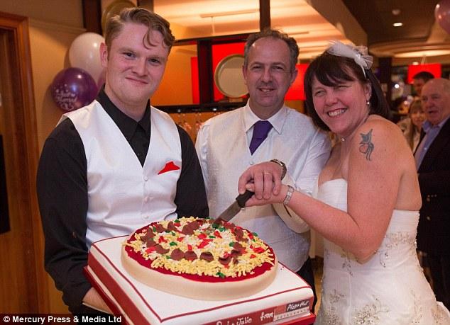 Dorset Couple Hold Wedding Reception At PIZZA HUT