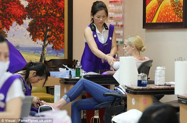 Jaime King Enjoys Mani Pedi After A Bowling Party For 35th Birthday Daily Mail Online