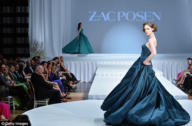 Uma pose: O vestido de mágico chamou a atenção de todos na platéia