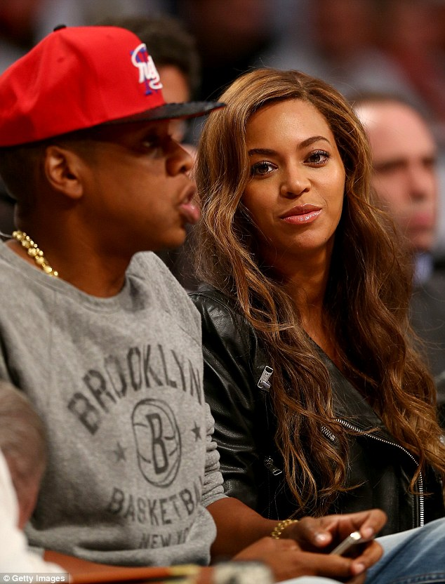 Beyonce Enjoys A Basketball Game With Jay Z As They Snack