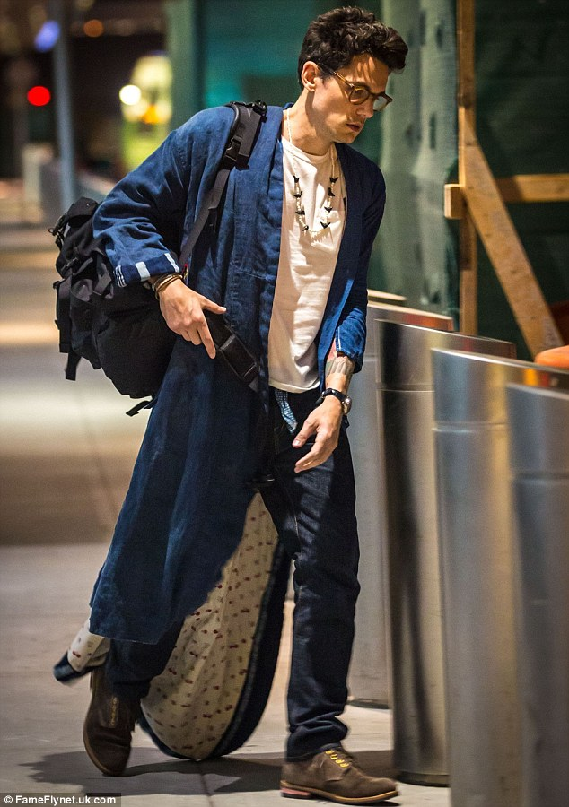 John Mayer emerges in bathrobe after flight to New Yorks