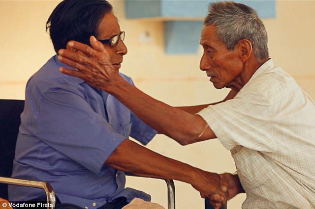 Manuel Segovia (80, leenks) en Isidro Velazquez (74, rechts) kregen aargens verskel oawer en öare sproake, Ajapaneko, was in gevoar (foto: Vodafonefirsts)