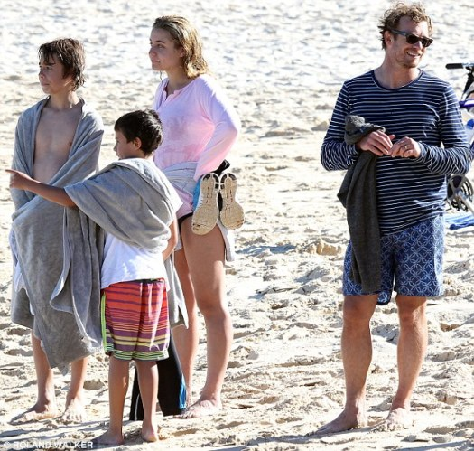 Simon Baker returns from Hollywood for family fun at the ...